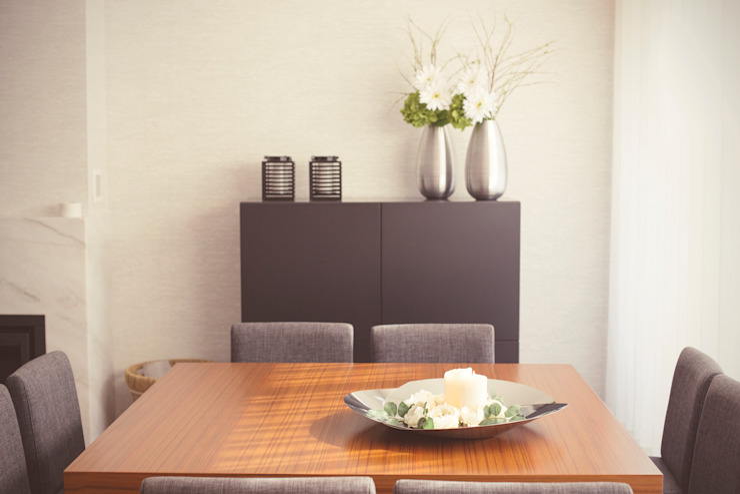 Sunny Grey - Apartamento em Miramar Salas de jantar modernas por Perfect Home Interiors Moderno