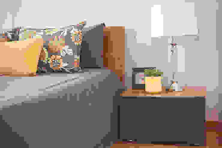 Sunny Grey - Apartamento em Miramar Quartos ecléticos por Perfect Home Interiors Eclético