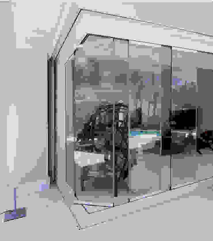 Cửa sổ & cửa ra vào phong cách hiện đại bởi AYUSO EURO SYSTEMS, S.A. DE C.V. Hiện đại Nhôm / Kẽm