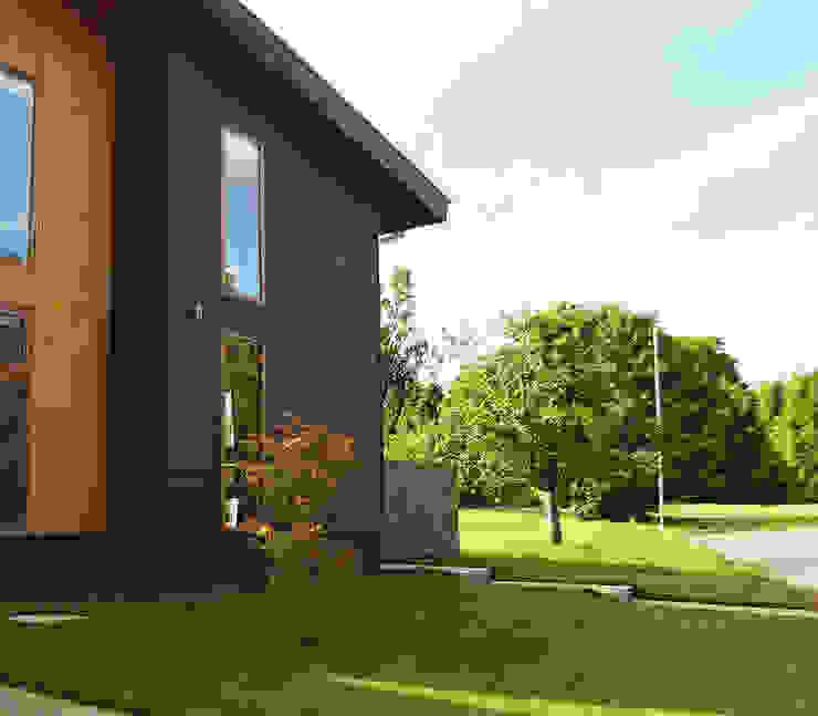 Fachada Jardines de estilo moderno de homify Moderno Madera Acabado en madera