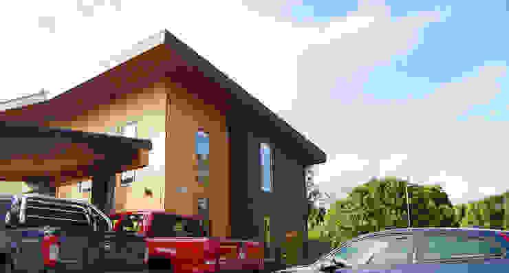 Fachada Casas estilo moderno: ideas, arquitectura e imágenes de homify Moderno Madera Acabado en madera