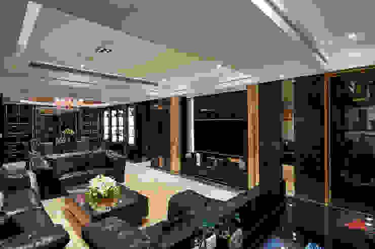 尊奢電視牆櫃隱藏樑柱、秀出大器 根據 青瓷設計工程有限公司 古典風