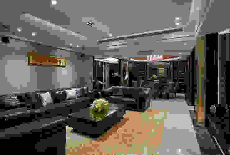 沙發主牆適度留白更顯素淨優雅 根據 青瓷設計工程有限公司 古典風