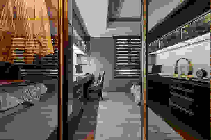 衣櫥走道變身時尚穿衣鏡 根據 青瓷設計工程有限公司 古典風
