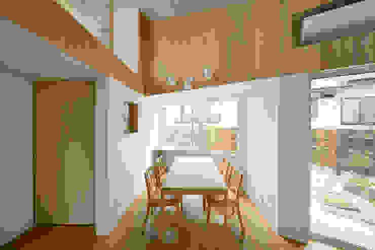 โดย 富永大毅建築都市計画事務所 สแกนดิเนเวียน ไม้ Wood effect