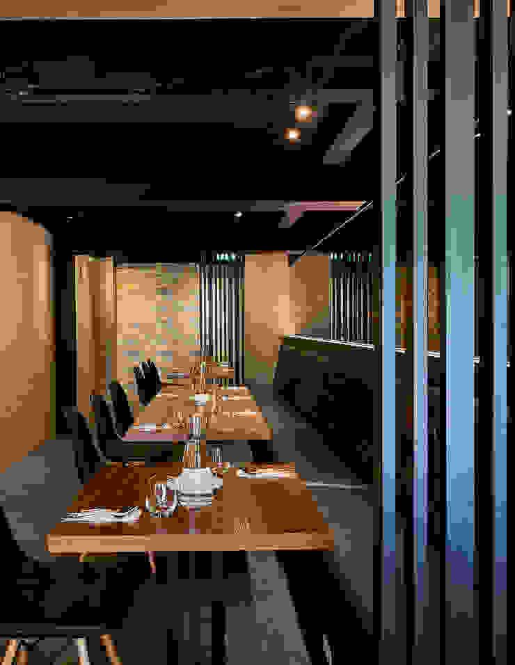 隱蔽且寬敞的靜謐沙發區 根據 青瓷設計工程有限公司 工業風