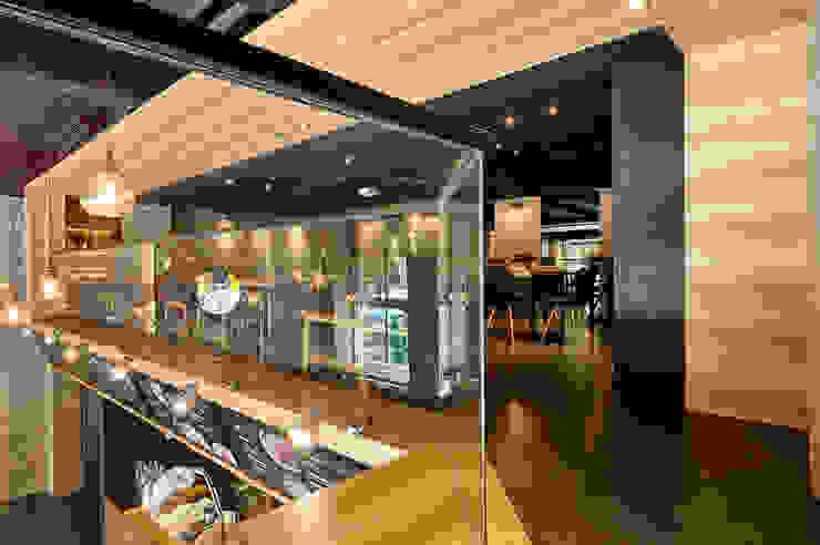 木質天花板創造包廂式的安定感 根據 青瓷設計工程有限公司 工業風