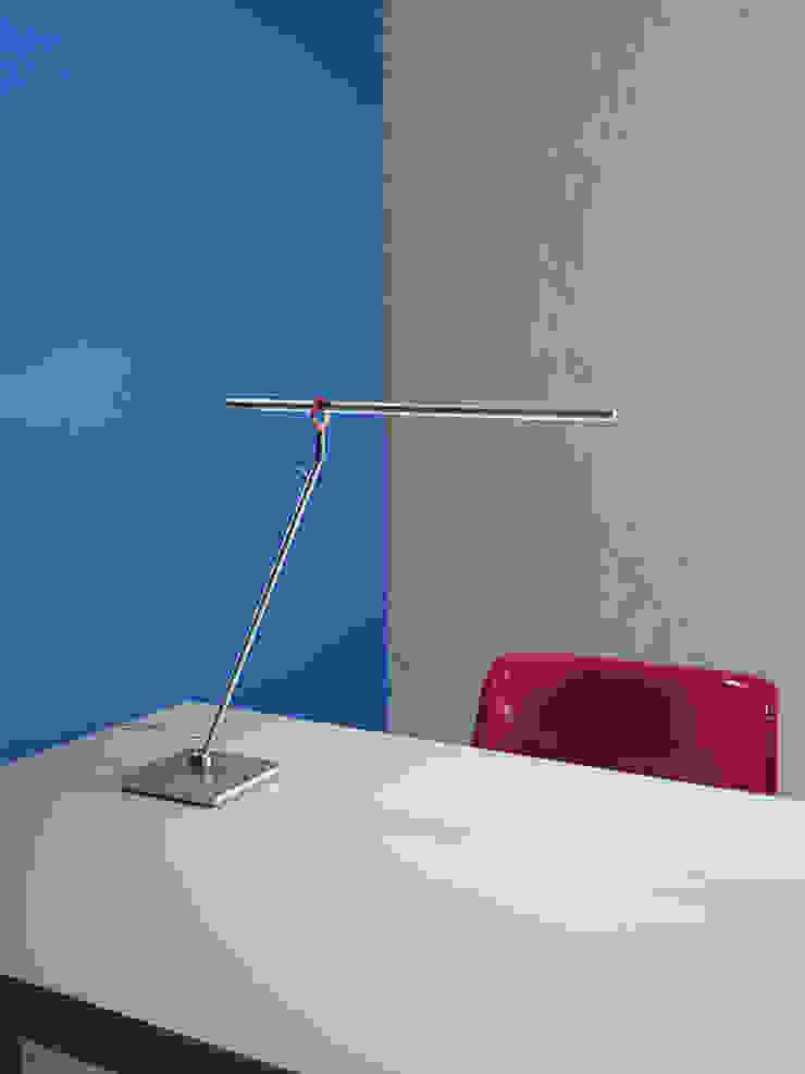 Slimline Tischleuchte: modern  von Zimmermanns Kreatives Wohnen,Modern