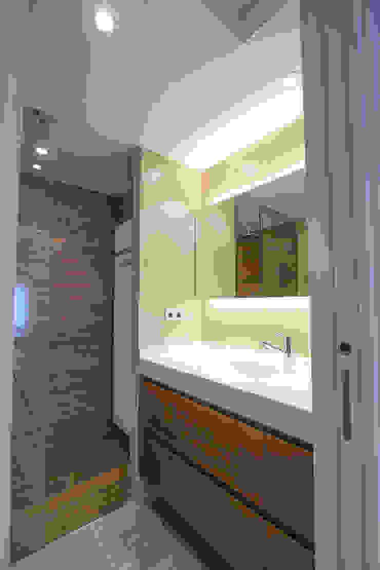 Aseo de día Baños minimalistas de Bocetto Interiorismo y Construcción Minimalista Cerámico