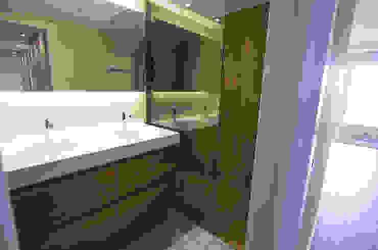 Baño principal Baños minimalistas de Bocetto Interiorismo y Construcción Minimalista Piedra