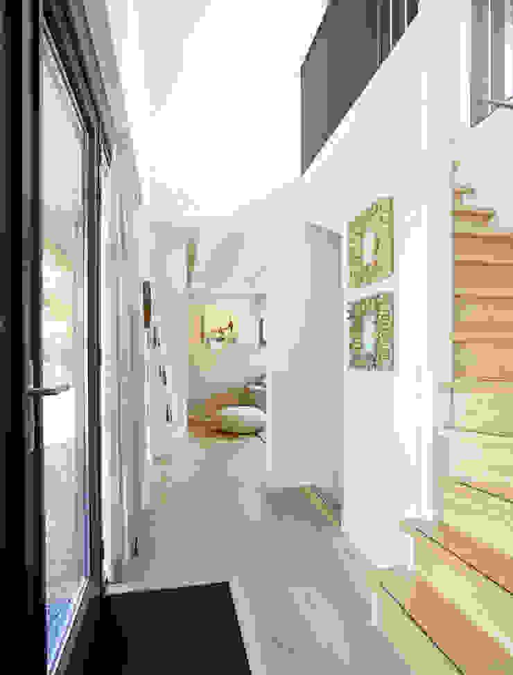 Hinabaay 現代風玄關、走廊與階梯