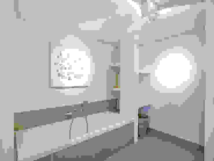 Hinabaay 現代浴室設計點子、靈感&圖片