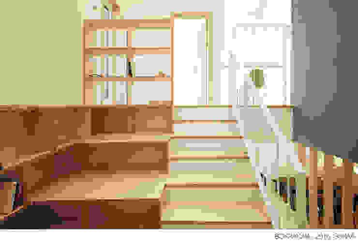 現代風玄關、走廊與階梯 根據 소하 건축사사무소 SoHAA 現代風