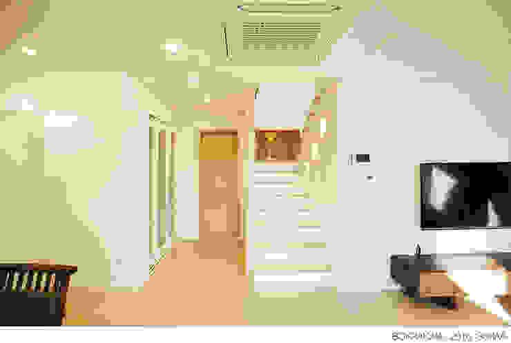 الممر الحديث، المدخل و الدرج من 소하 건축사사무소 SoHAA حداثي