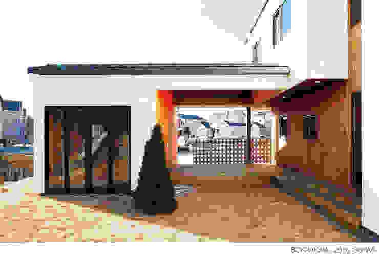 Giardino moderno di 소하 건축사사무소 SoHAA Moderno