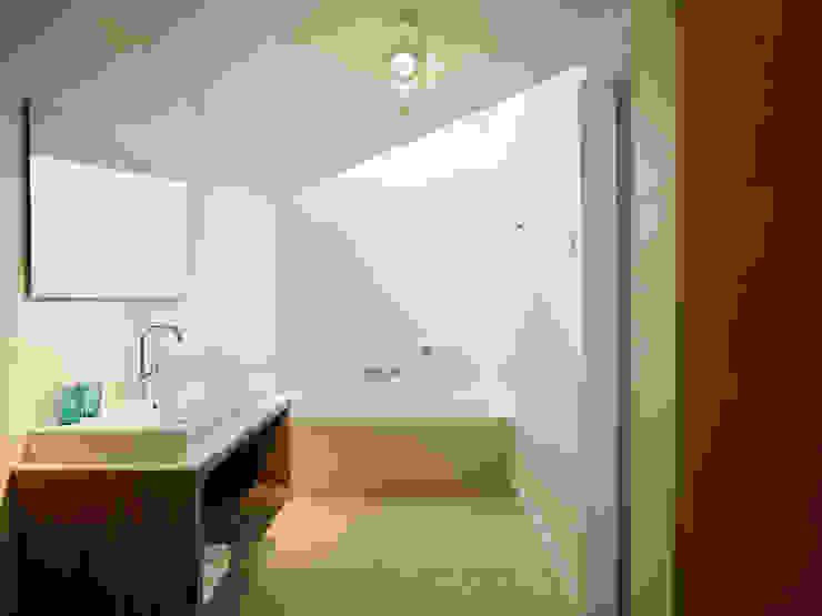 Hinabaay Modern Bathroom