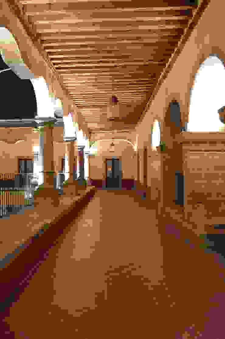 Pasillos superiores Locaciones para eventos de estilo colonial de Light and Effect By VOLTAG Colonial
