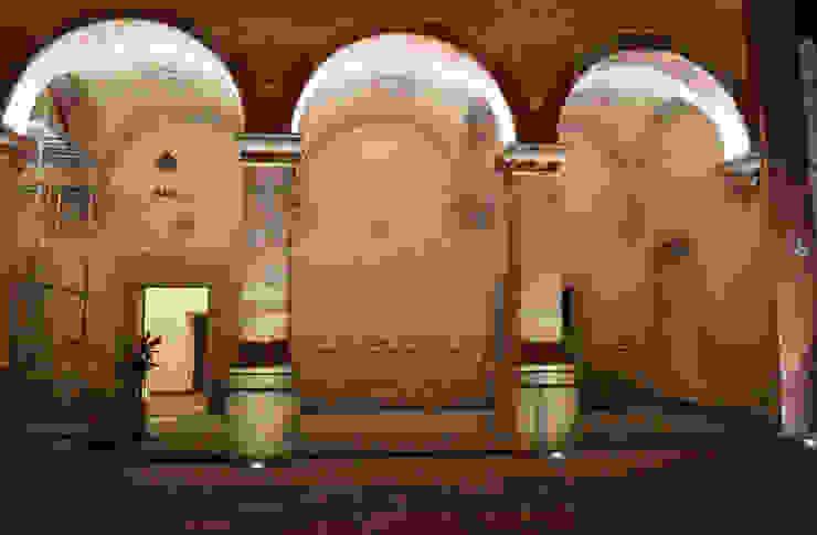 Patio de Novicias Locaciones para eventos de estilo colonial de Light and Effect By VOLTAG Colonial