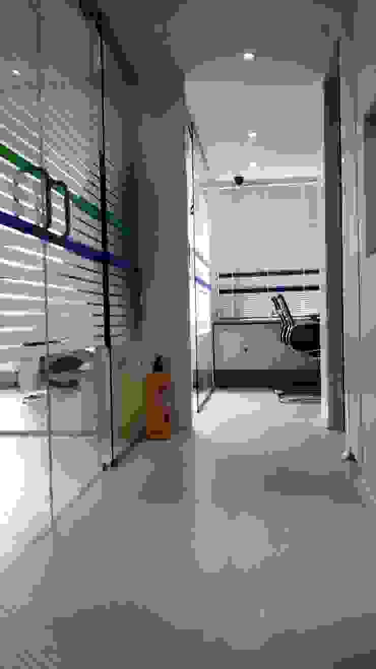 CLÍNICA ODONTOLOGÍCA BOTELLDENT de bdl concept/studio Moderno
