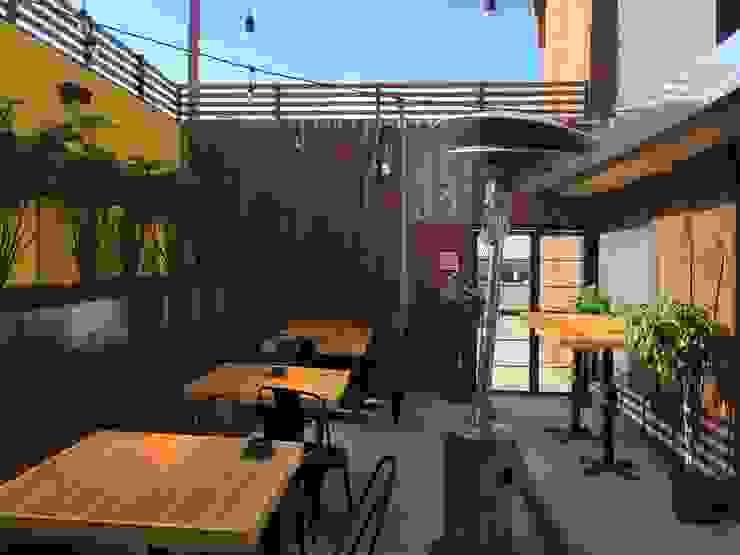 Biergarten Balcones y terrazas eclécticos de Constructora Marqco Ecléctico