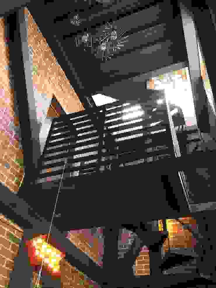 Torre Pasillos, vestíbulos y escaleras eclécticos de Constructora Marqco Ecléctico