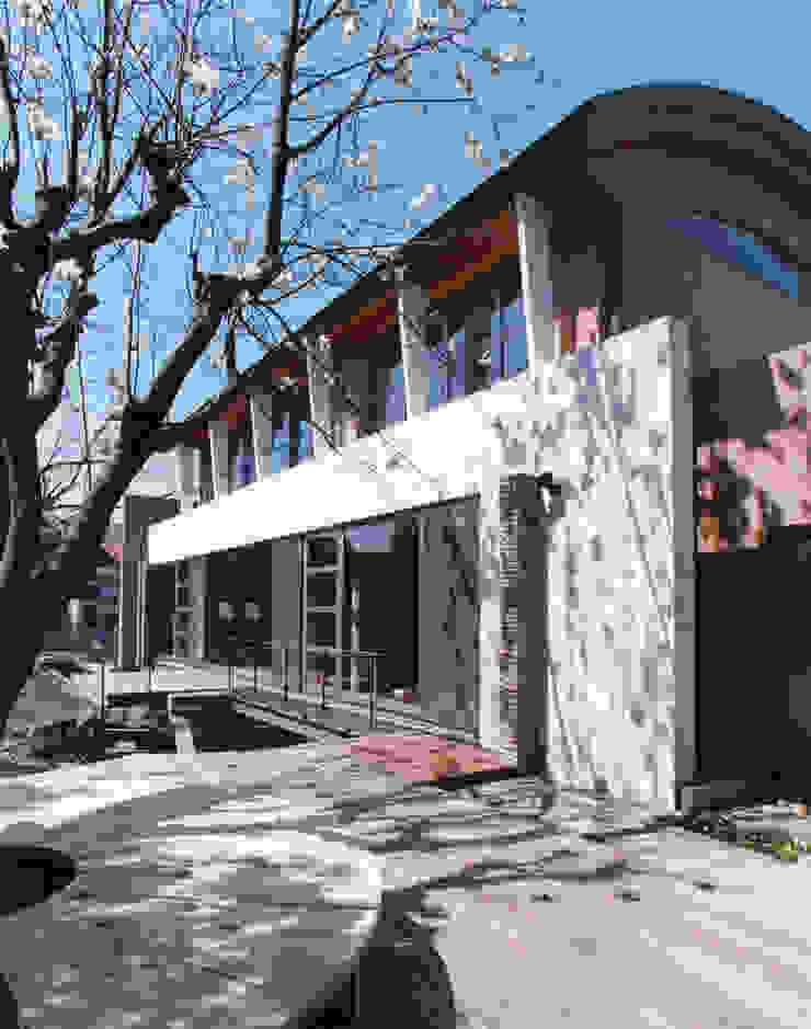 Balcones y terrazas mediterráneos de 豊田空間デザイン室 一級建築士事務所 Mediterráneo
