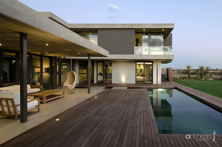 Piscinas de estilo  por Anthrop Architects, Moderno