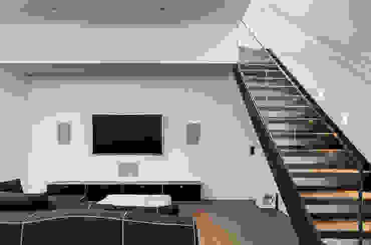Chiswick House, London W14 Modern media room by AU Architects Modern