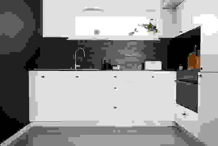 PATIO HOUSE Skandynawska kuchnia od Pracownia projektowa Na Antresoli Skandynawski