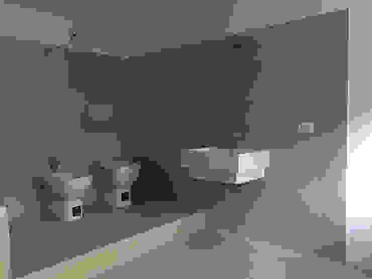 Bagno-lavanderia al piano seminterrato homify Bagno moderno Ceramica Beige