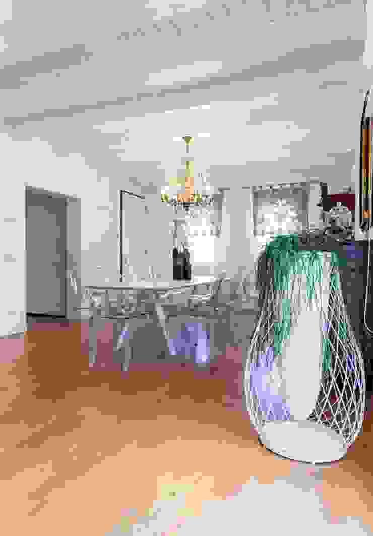 Salle à manger minimaliste par casa&stile interior design e ristrutturazioni Minimaliste Bois Effet bois