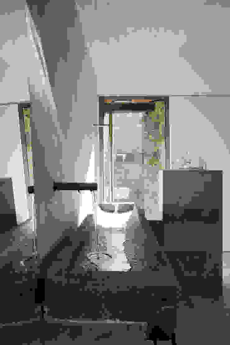 Modern style bathrooms by ÁBATON Arquitectura Modern