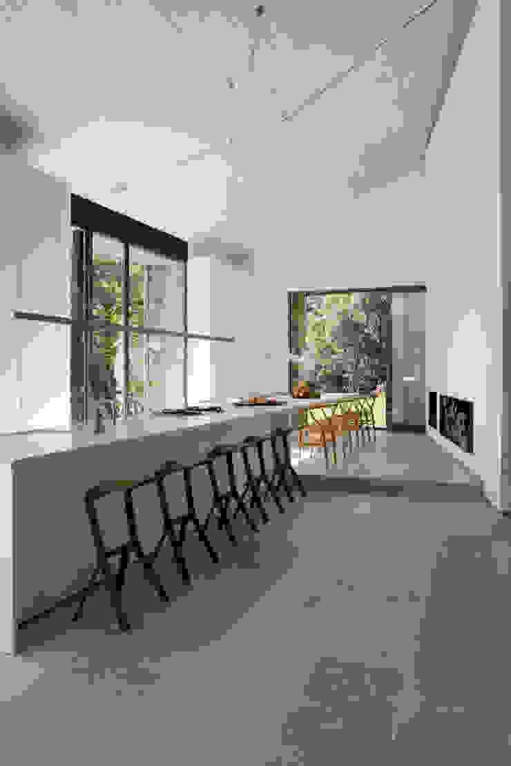 Modern style kitchen by ÁBATON Arquitectura Modern