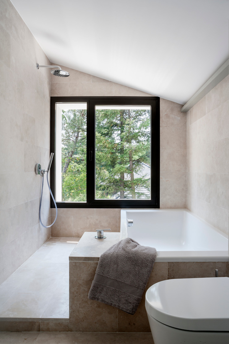 Ванная комната в стиле модерн от ÁBATON Arquitectura Модерн