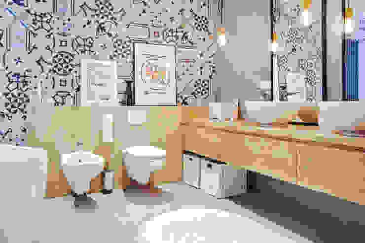 حمام تنفيذ MOTHI.form, إسكندينافي خشب Wood effect