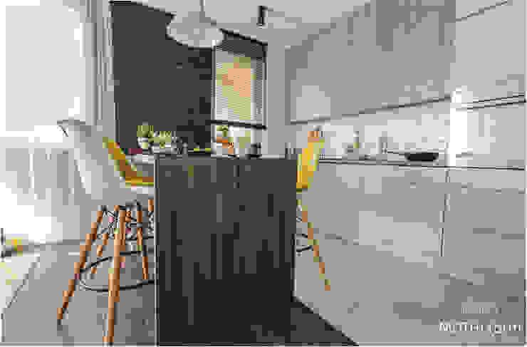 Кухня в скандинавском стиле от MOTHI.form Скандинавский Твердая древесина Многоцветный