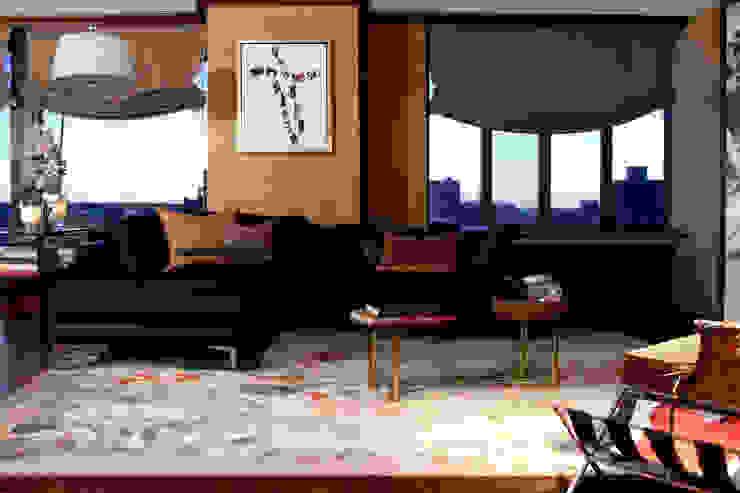 Joe Ginsberg Design Ruang Keluarga Gaya Eklektik Amber/Gold
