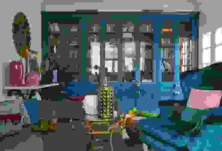 Квартира для телеведущей: Гостиная в . Автор – Atelier Interior, Эклектичный