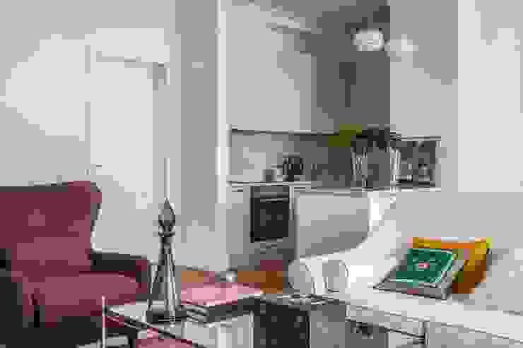 Квартира в центре Москвы: Гостиная в . Автор – Atelier Interior,