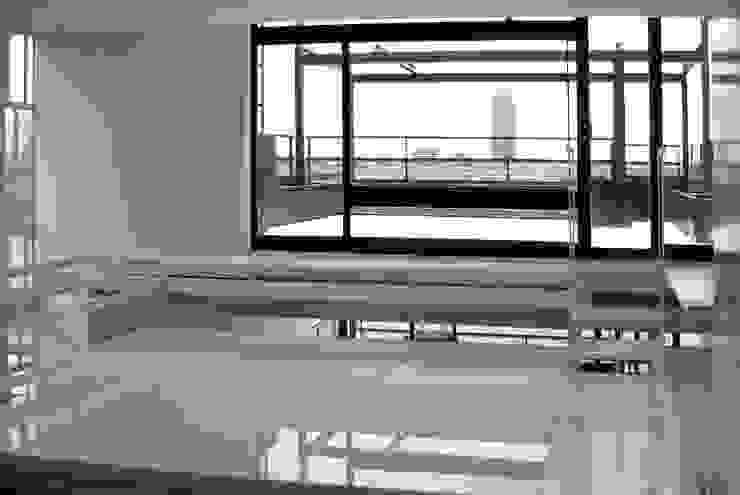 Joe Ginsberg Design Dormitorios de estilo moderno