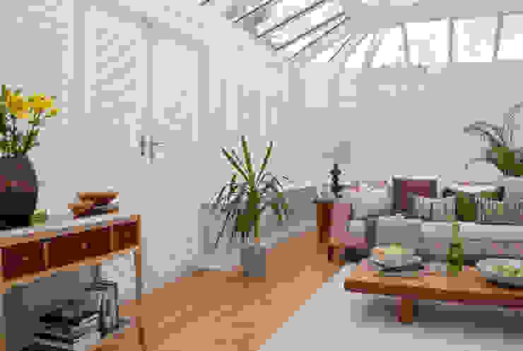 Conservatory Shutters Thomas Sanderson Giardino d'inverno moderno Bianco