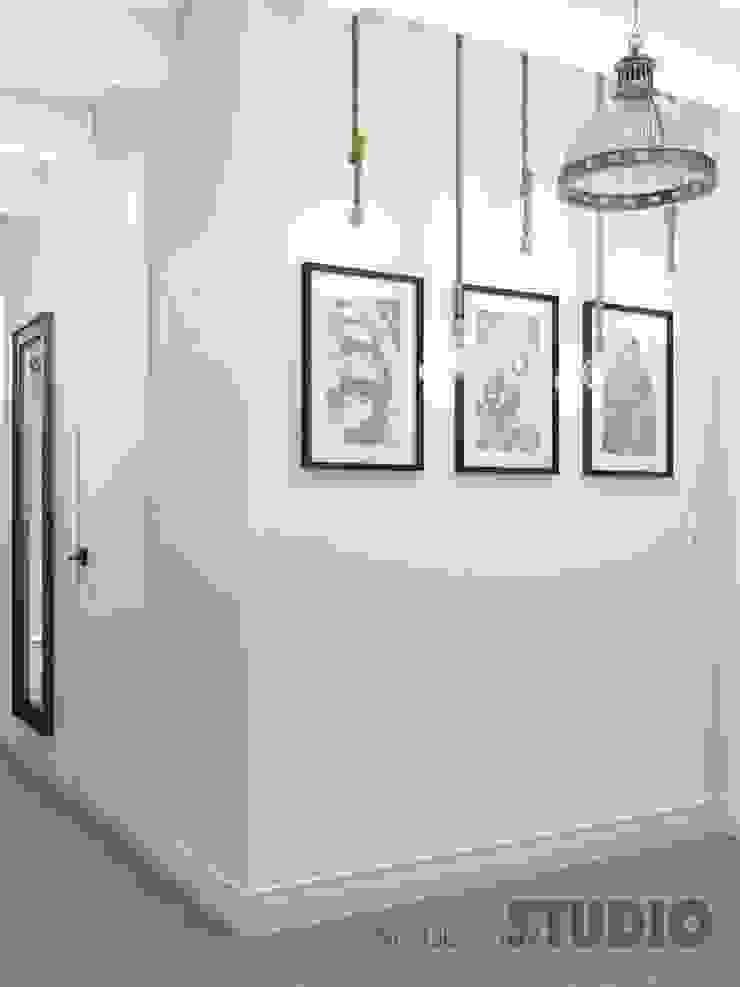 Modern Corridor, Hallway and Staircase by MIKOLAJSKAstudio Modern
