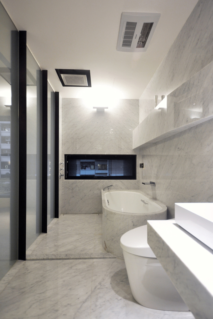 Modern bathroom by 直譯空間設計有限公司 Modern Iron/Steel