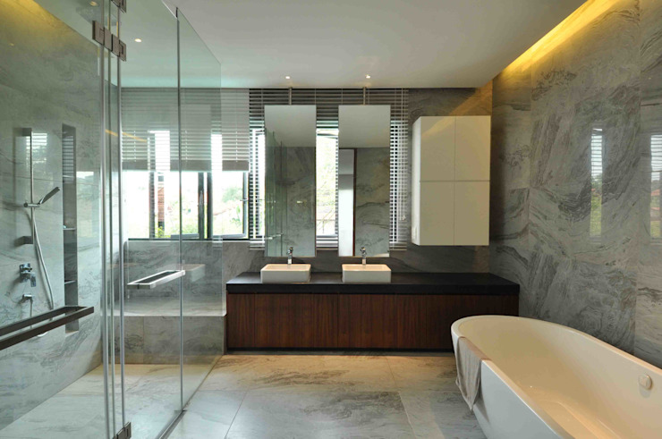 Sunset House Tropical style bathroom by ming architects Tropical