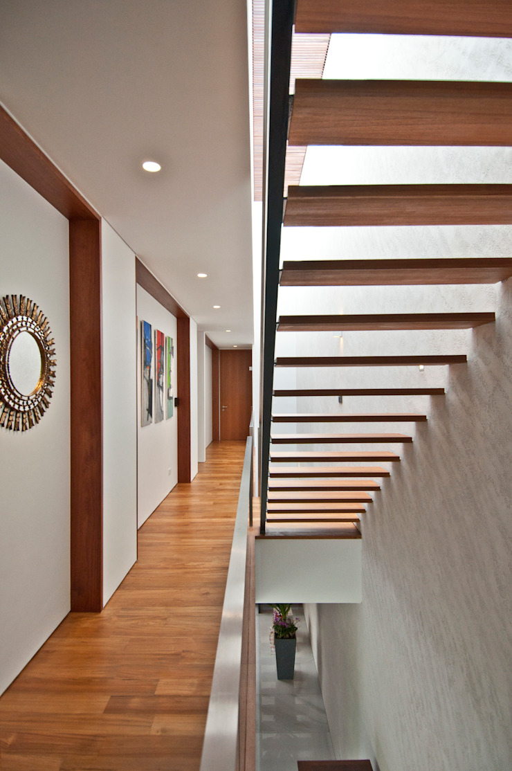Moonbeam House Modern corridor, hallway & stairs by ming architects Modern