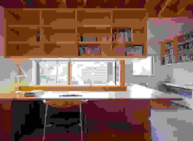 Moderne Arbeitszimmer von 柳瀬真澄建築設計工房 Masumi Yanase Architect Office Modern