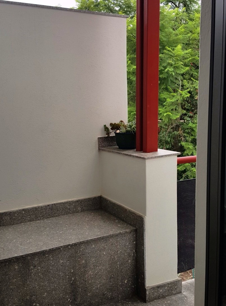 smoker's balcony on landing Modern Corridor, Hallway and Staircase by Human Voice Architects Modern