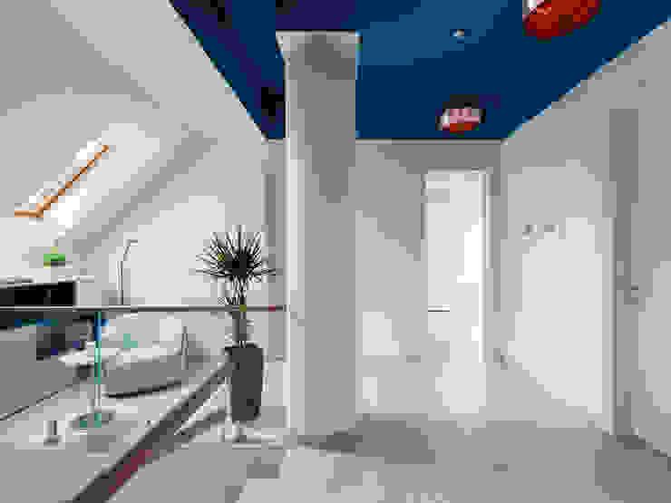 Hallway Telnova Julia Modern corridor, hallway & stairs Glass Blue