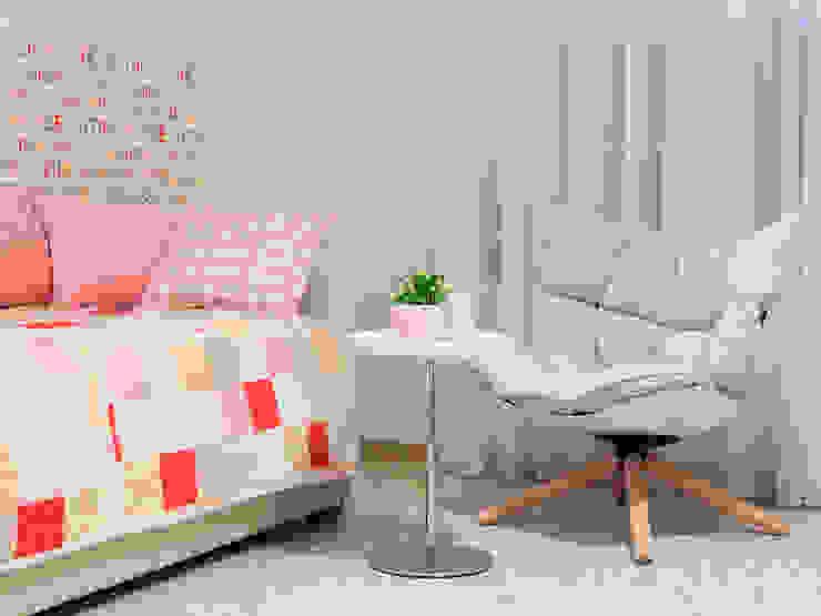 Kid's room Telnova Julia Modern nursery/kids room Pink
