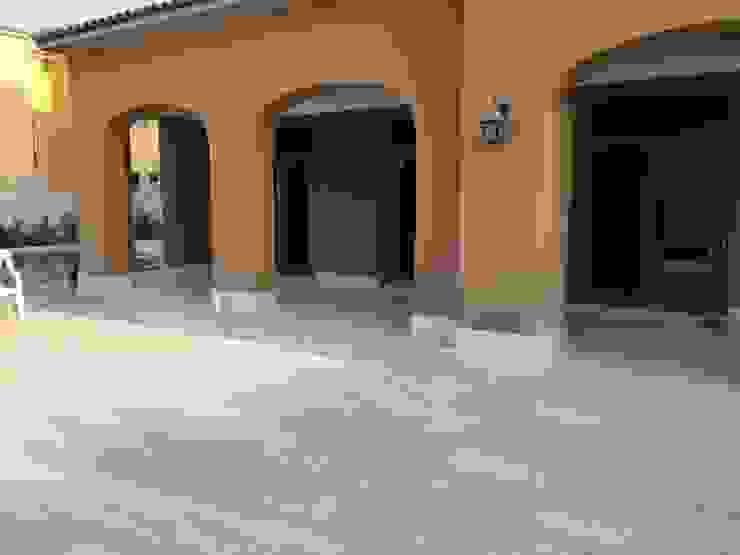 Balcones y terrazas mediterráneos de homify Mediterráneo Mármol